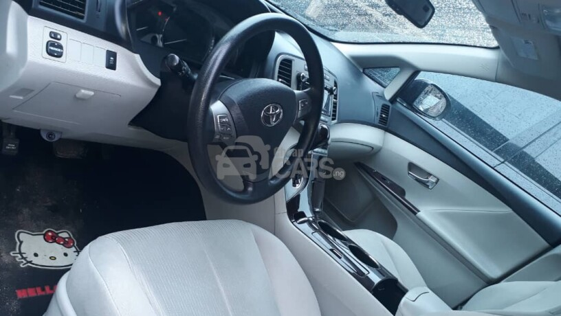 foreign-used-2010-toyota-venza-big-6
