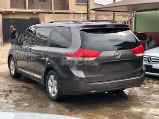 Foreign Used 2011 Toyota Sienna