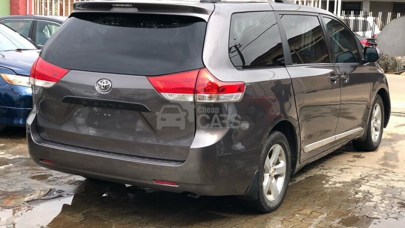 foreign-used-2011-toyota-sienna-big-7