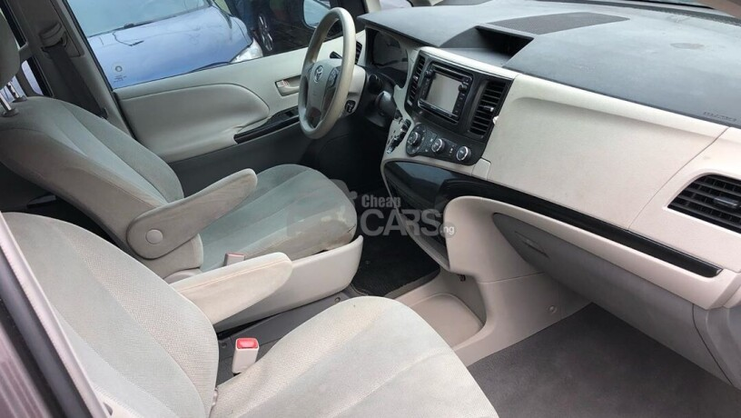 foreign-used-2011-toyota-sienna-big-5