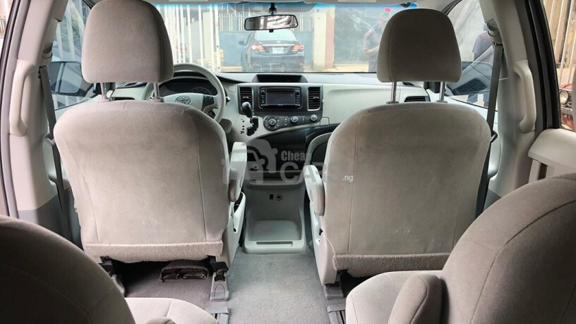 foreign-used-2011-toyota-sienna-big-4
