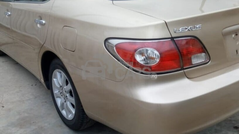 foreign-used-2004-toyota-avalon-big-2