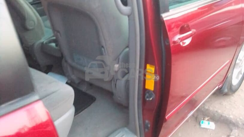 foreign-used-2004-toyota-sienna-le-awd-big-8