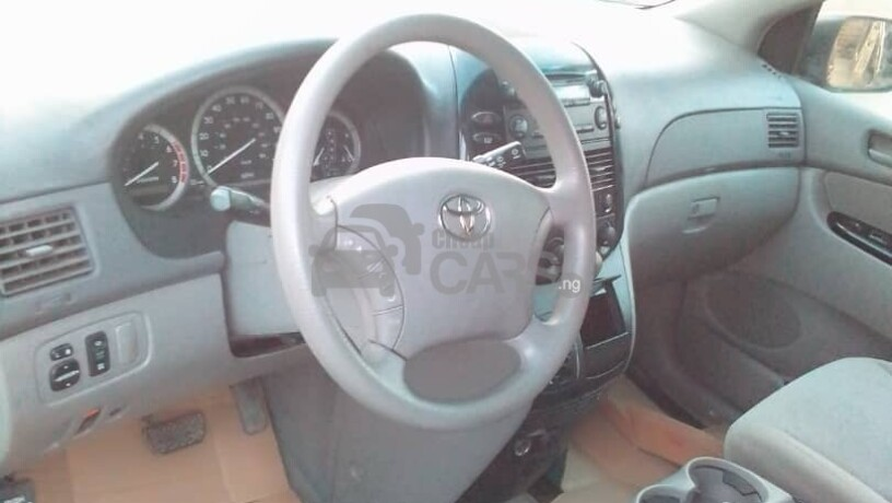 foreign-used-2004-toyota-sienna-le-awd-big-6