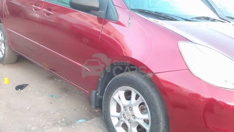 foreign-used-2004-toyota-sienna-le-awd-big-1